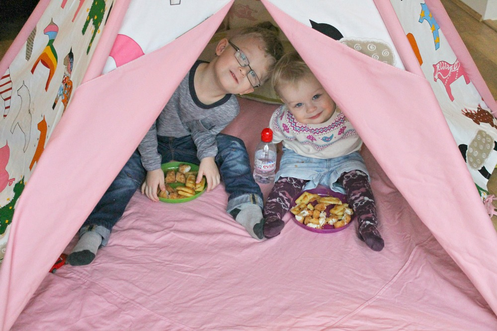 a wigwam tent picnic with the kids