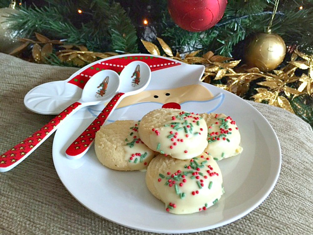 Dipped White Chocolate Holly Shortbread bites recipe