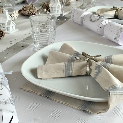 Christmas Table Setting // Tablescapes