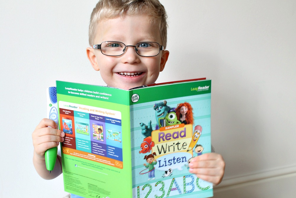 Teaching my son to read with the LeapFrog LeapReader #schooldays