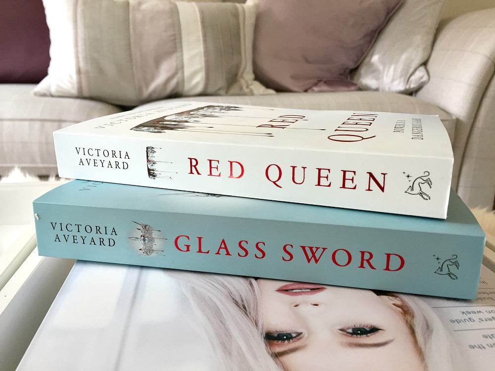 What I am reading this week Victoria Aveyard Glass Sword and Red Queen