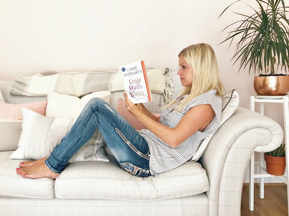 reading books Truly Madly Guilty Liane Moriarty Big Little Lies
